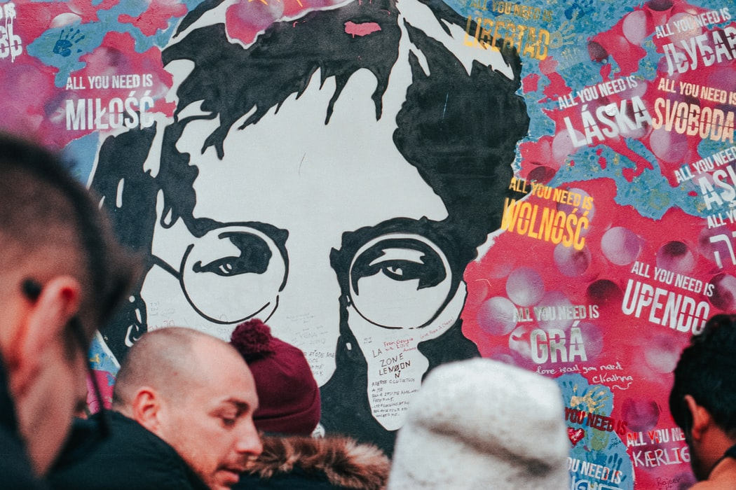 """Przekroczyć barierę dźwięku. O książce """"Kto zabił Johna Lennona?"""" johnlennon lennon wydawnictwo zysk i s-ka"""